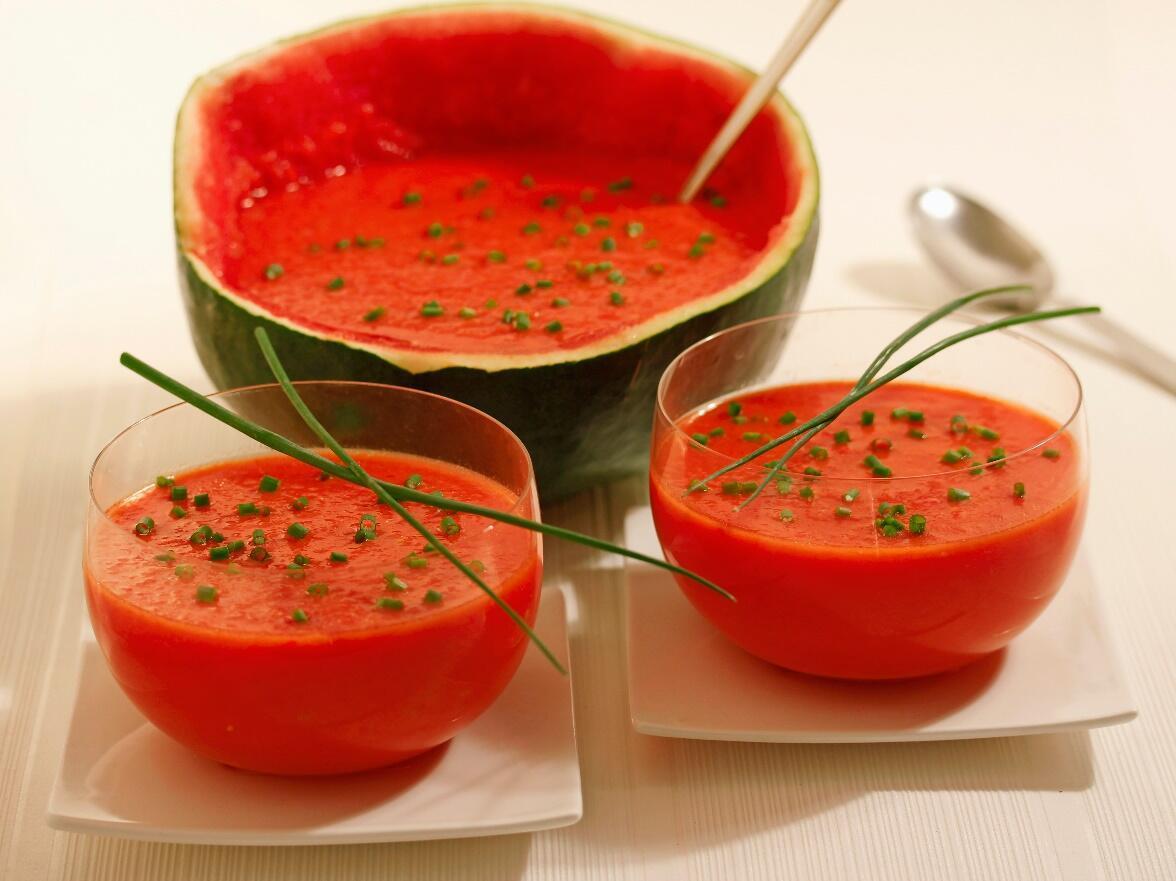 Karpuzlu ve domatesli gazpacho tarifi