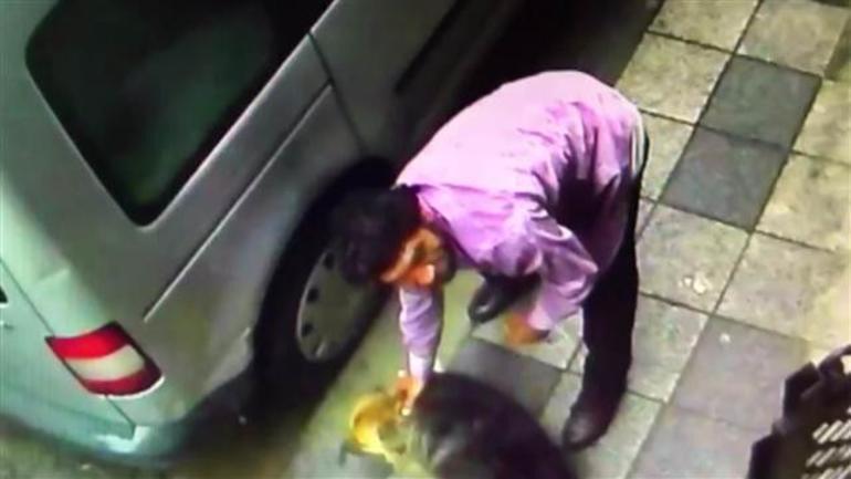 Kadıköy Rüstempaşa Mahallesi Recaizade sokak`ta bulunan apartmanın güvenlik kamerasına yansıyan