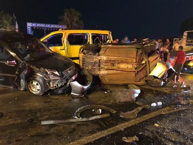 Antalya'da TIR dehşeti... 6 aracı önüne katıp sürükleyen TIR ortalığı savaş alanına çevirdi