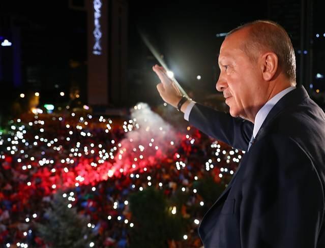 Seçim sonuçlarının açıklanmasının ardından sabah saatlerinde İstanbul'dan Ankara'ya geçen Erdoğan,