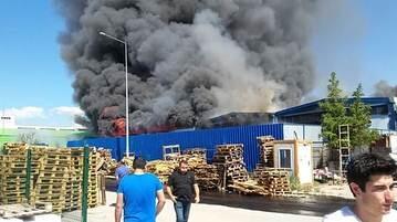 Yangın, saat 15.00 sıralarında Kahramankazan ilçesinin SarayÿMahallesi'nde yer alan Keresteciler
