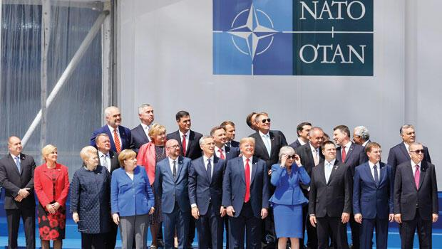 Trump a NATO'da fren