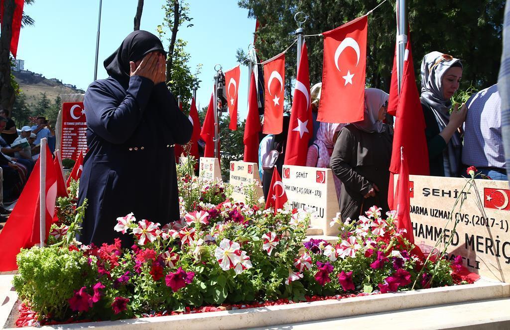 FETÖ`nün alçak darbe girişiminin 2. yılında, Ankara Valiliği'nce Karşıyaka Mezarlığı'ndaki