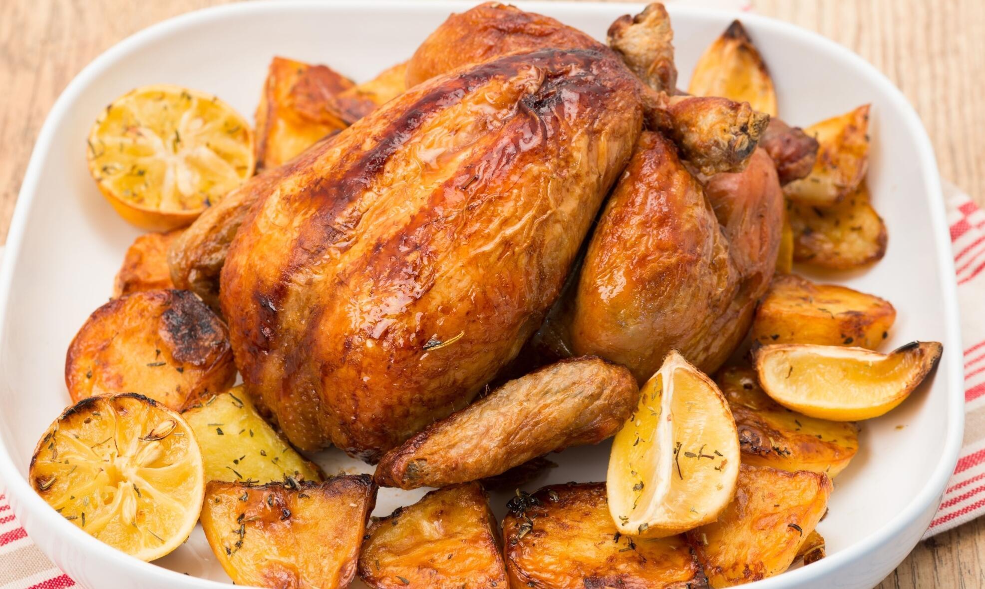 Fırında tavukları lezzetli ve kolay bir şekilde pişirin