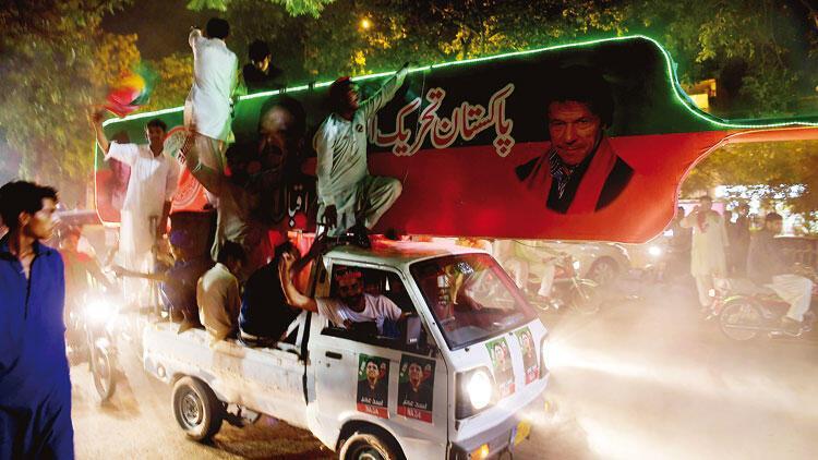 Pakistanda Seçim Bitti Tartışma Başladı Imran Han Zaferini Ilan