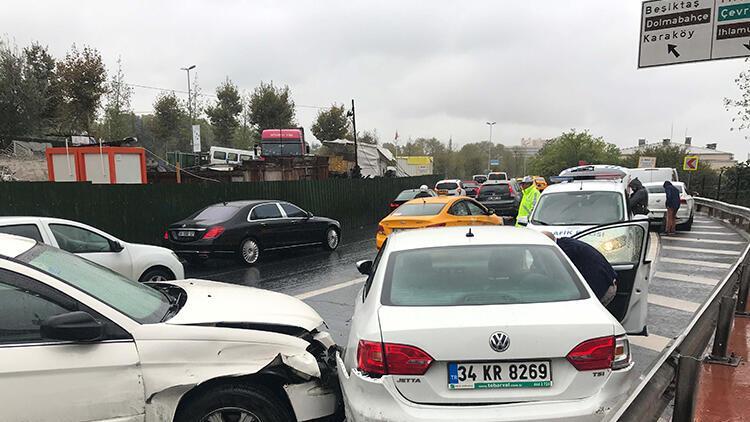 Beşiktaş'ta araçlar birbirine girdi! Trafik kilit