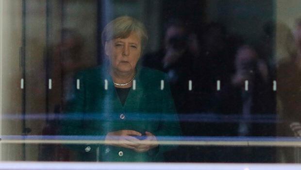 Almanya'da Merkel'i sarsan siyasi deprem
