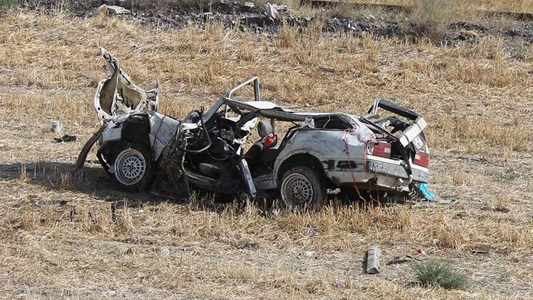 Feci kaza! Otomobil hurdaya döndü