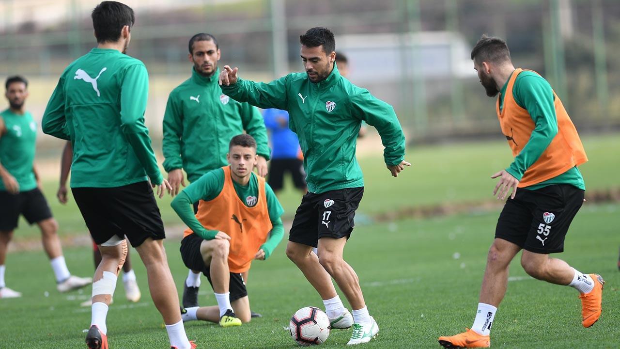 Bursaspor'da Umut Nayir takımla çalıştı
