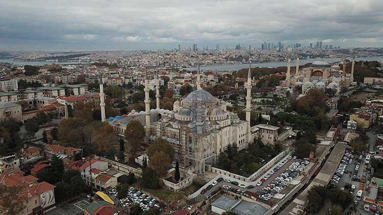 Sultanahmet Camii'nde şaşırtan görüntü!