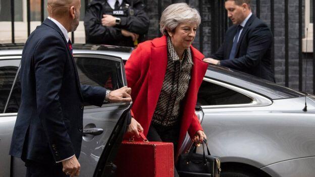İngiltere'de istifa eden bakanların yerine gelecek isimler belli oldu