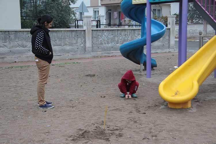 Çocuk parkında dehşete düşüren görüntü! Kaydıraklarda kan izleri...