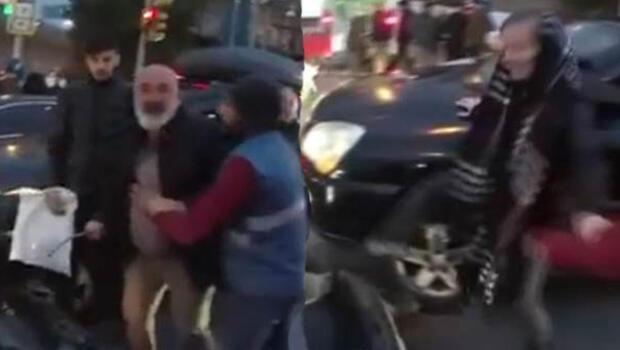 Karı-kocanın hışmına uğradı; motosikletliye coplu saldırı kamerada!