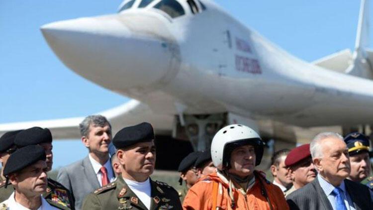 Rusya, Venezuela'ya iki nükleer bombardıman uçağı gönderdi