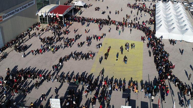 Adanalılar Çukurova Kitap Fuarı'na akın etti