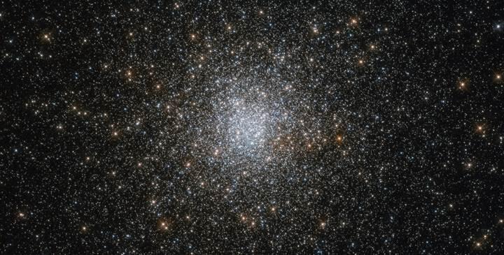 Hubble teleskobu Messier 3 yıldız kümesini fotoğrafladı
