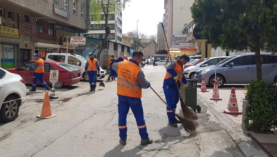Caddelerde bahar temizliği