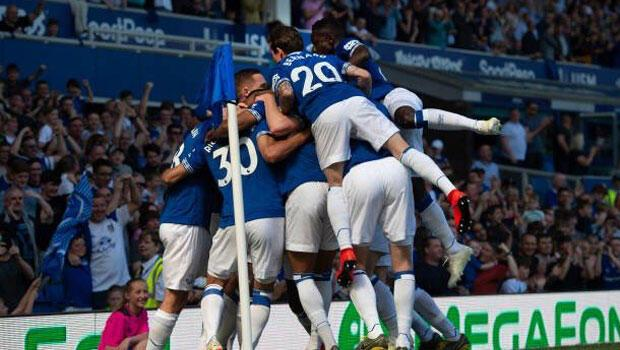 Everton, Manchester United'a acımadı!