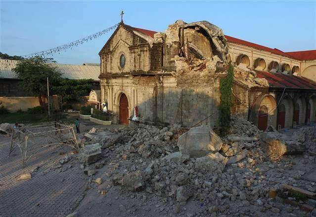 Filipinler'deki depremde ölenlerin sayısı 11'e yükseldi