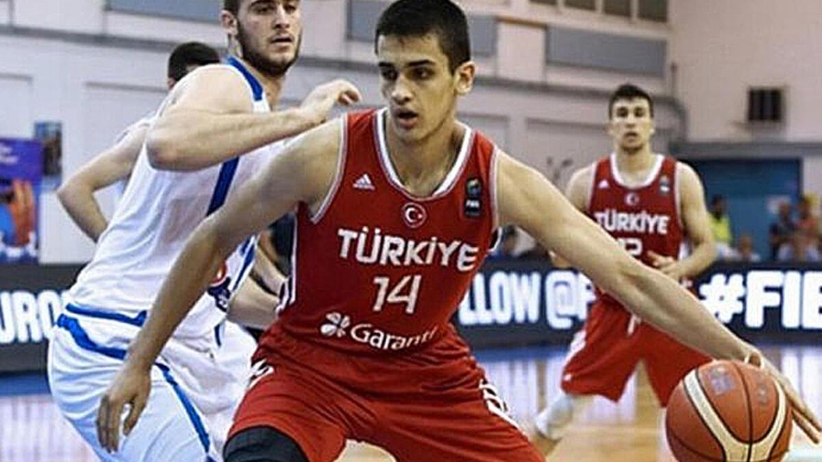TBFden milli basketbolcu Ömer Faruka ceza 5