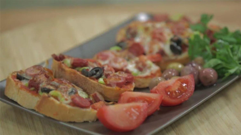 Bayat Ekmekten Kolay Pizza Tarifi Pizza Tarifleri