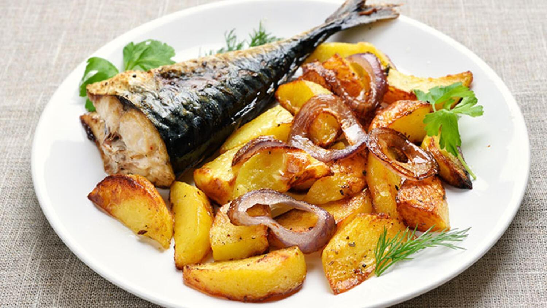 Bir yayın balığı bir şiş kebap tarifi. Evde doyurucu yemek