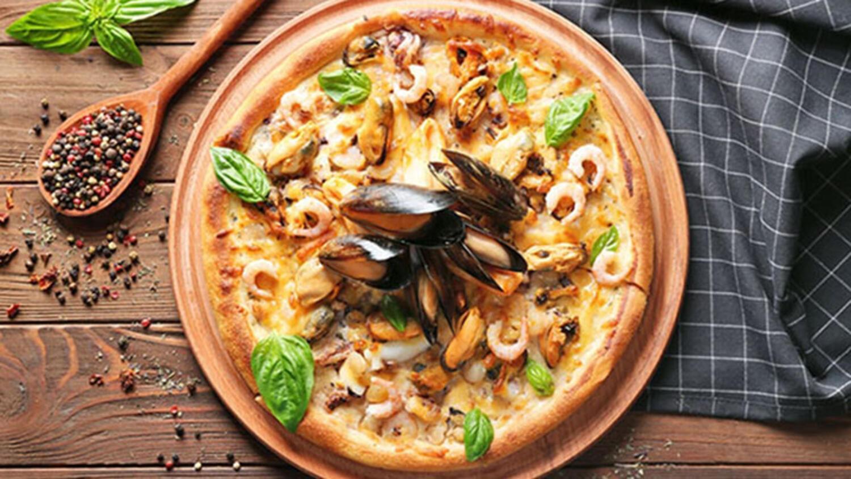 Somon fümeli karnabahar pizza