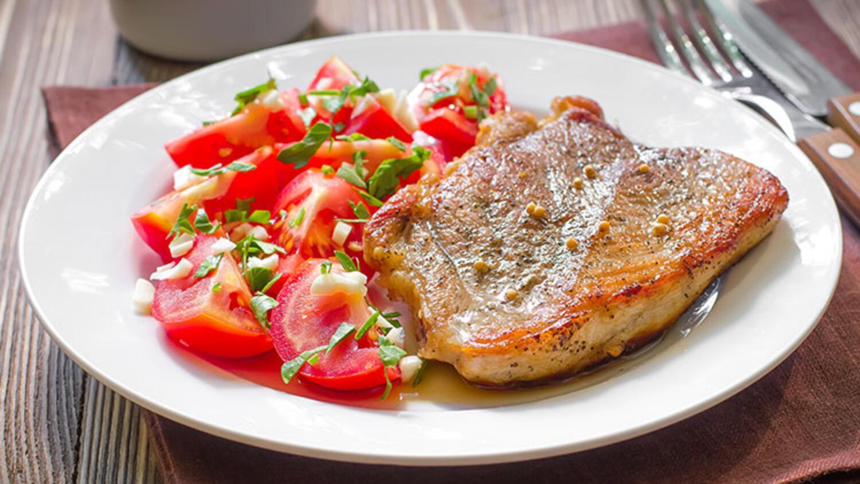 Nasıl fırın lezzetli ve basit yayın balığı (biftek) pişirmek için
