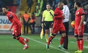 Sneijder sinirlendi ve çıktı!