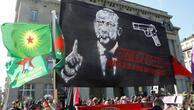 Skandal pankarta İsviçre Halk Partisi'nden tepki