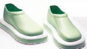 Yürürken yerleri süpüren ayakkabı