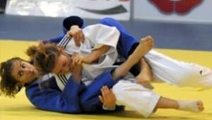 Genç judocuların hedefi madalyalar almak