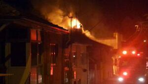 Eşi terk edince evi benzin döküp ateşe verdi