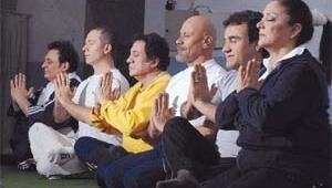 Türkücüler yoga dersinde