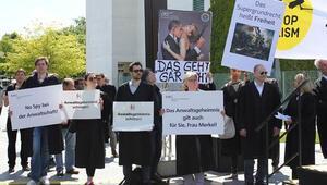Almanyada avukatlar gösteri düzenledi