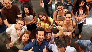 İzmir Ekonomi Hadi İnşallah filmine stüdyolarını açtı