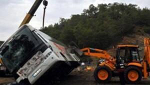 Yolcu otobüsü devrildi: 1 ölü, 6 yaralı