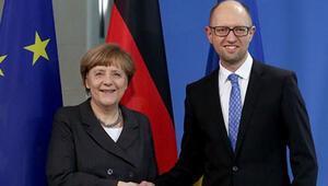 Merkel-Yatsenyuk-Atambayev görüşmesi