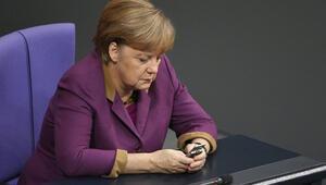 Merkelden önce de dinlediler