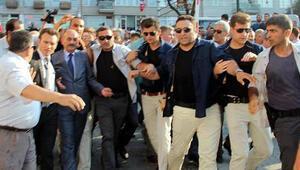 Bursa'da şehidin cenaze töreninde Bakan Müezzinoğlu'na protesto