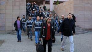 İzmir'de 'paralel yapı' iddialarına yönelik operasyonda 17 kişi tutuklandı