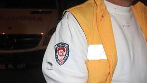 Ambulansın önünü kesen grup, şoföre tornavida ile saldırdı