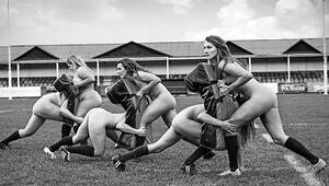 Rugby takımı hayır için soyundu