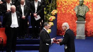 Stockholm'de tarihi tören: Aziz Sancar, Nobel Kimya Ödülü'nü aldı
