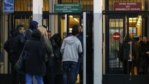 Fransa'da 'terör' önlemleri: Öğrenciler okul içinde sigara içebilecek