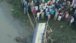 Hindistan'da otobüs kazası: 37 ölü