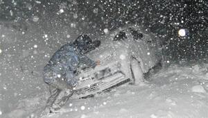 Yoğun kar yağışı ulaşımı etkiliyor