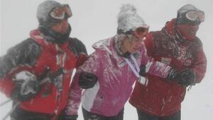 Jandarma, Uludağ'da kayak yaparken kaybolan kadın kayakçıyı böyle kurtardı