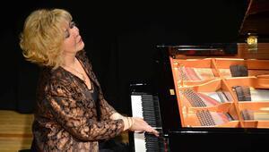 Genç piyanistler gururlandırdı