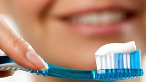 Diş fırçasını ıslatmadan kullanın